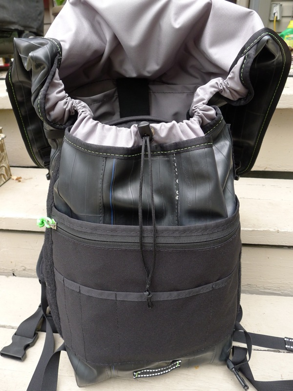 The Ruckus bag showing the drawstring singe strap